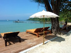 Oversized sunbeds for everyone in the Koh Kut Resort